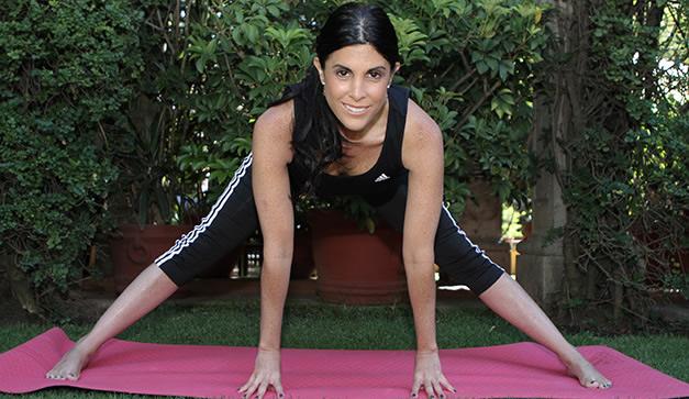 Ana Paula Domínguez es la directora y fundadora del Instituto Mexicano de  Yoga. 22b26c9bde17
