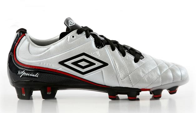 3d5c44417374b Especial. Nuestros amigos de Umbro nos enviaron unos zapatos deportivos para  aquellos ...