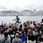hong-kong-le-hace-honores-a-bruce-lee