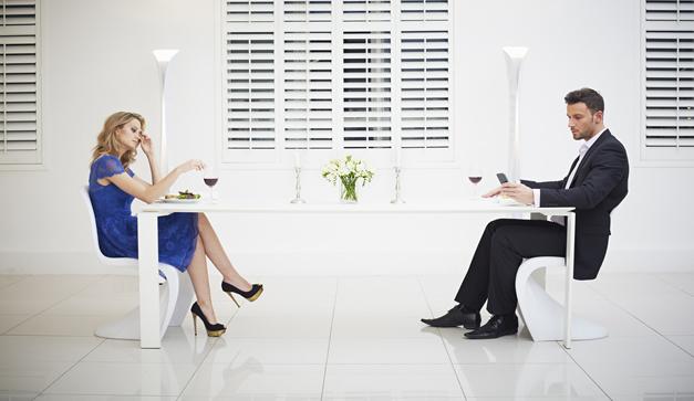 como actuar en la primera cita con una mujer