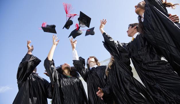 10 cosas que no pueden faltar en una graduaci u00f3n