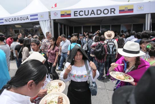 stands feria de las culturas amigas 2015