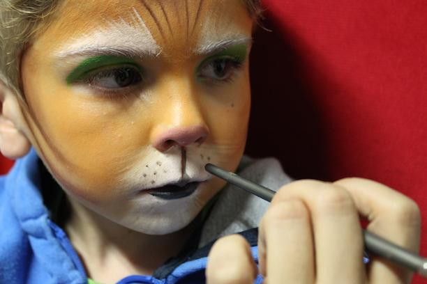 Instrucciones para hacer maquillaje del gato con botas - Disfraces de gatos para ninos ...