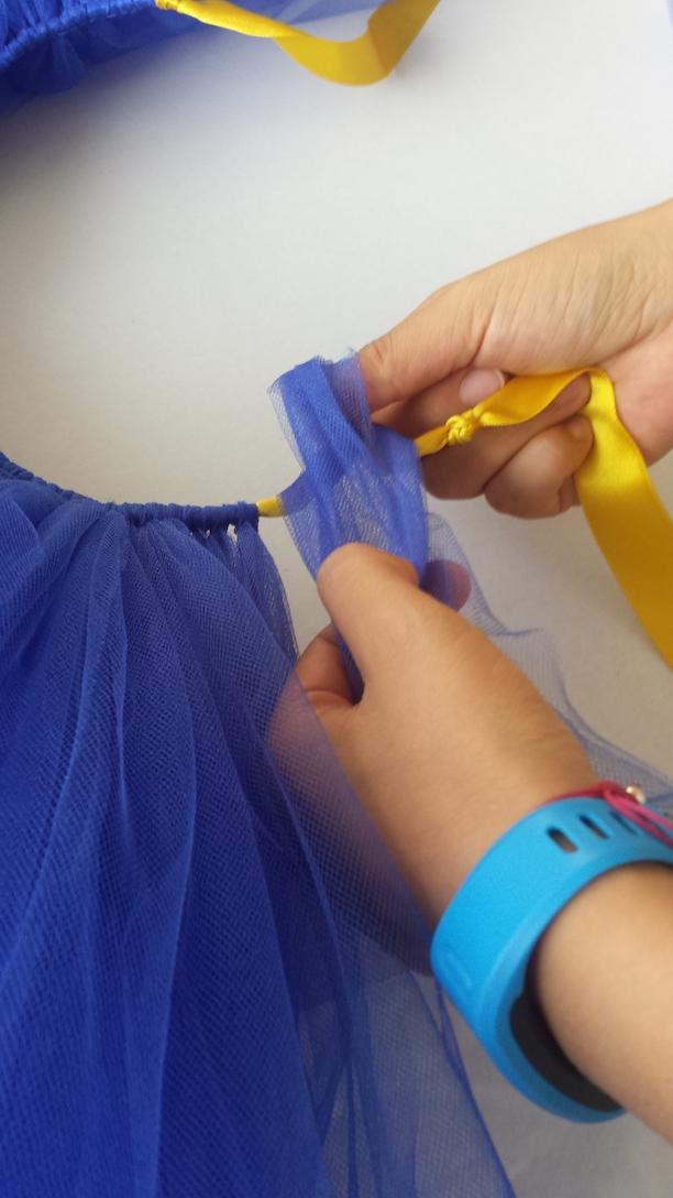 Instrucciones para hacer un disfraz de Jessie para tu peque - Chilango 812e3ac7817