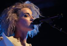 St. Vincent en concierto con The Killers