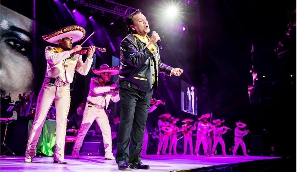 Image result for juan gabriel en concierto
