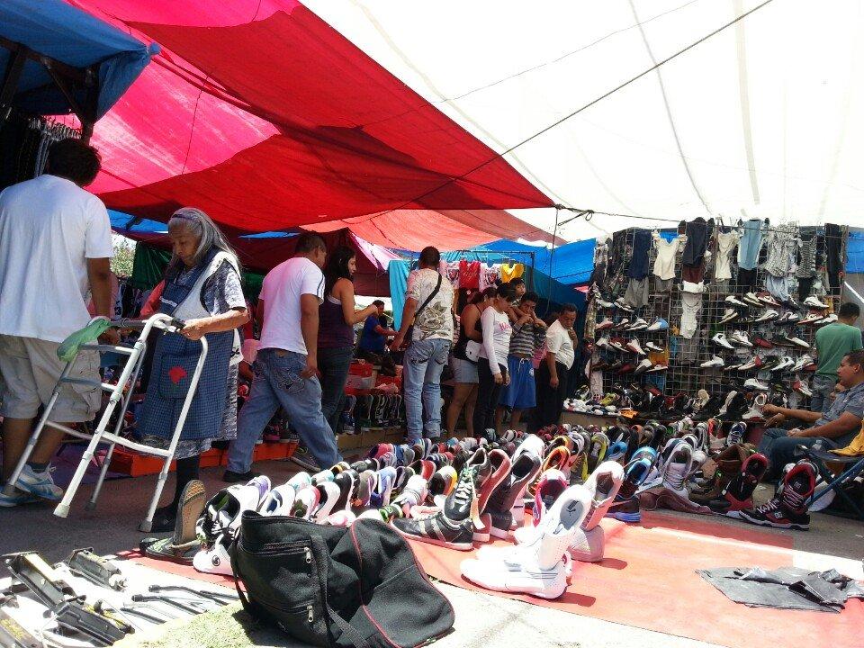 f7138081032 Tianguis de Tenis en la CDMX y ropa de paca - Chilango