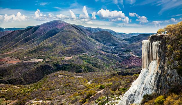 Hierve El Agua, una de las más bellas cascadas de Oaxaca