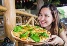 mujer-comiendo-pizza