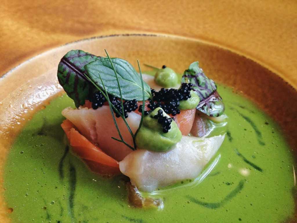 Aguachile con gazpacho verde y trucha de Biko