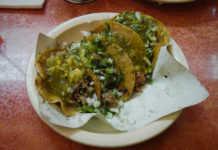 Los legendarios tacos de El Borrego Viudo