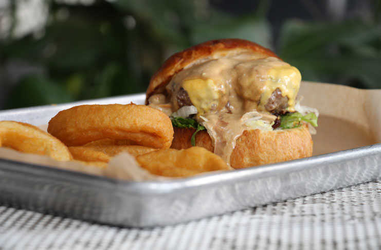 Hamburguesa Out-N-In de We Love Burgers