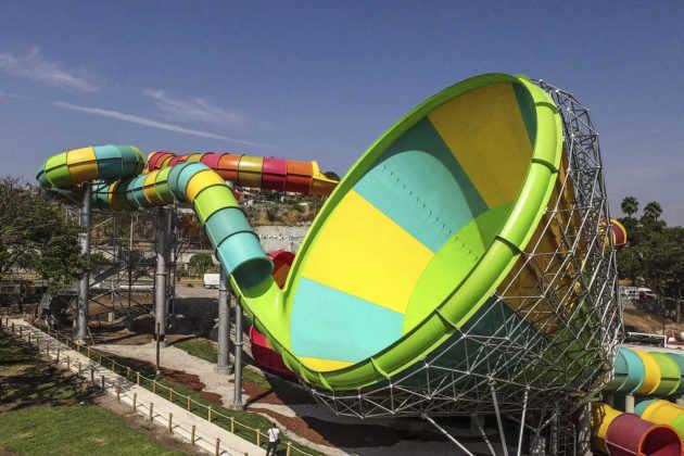 Six Flags El Tornado