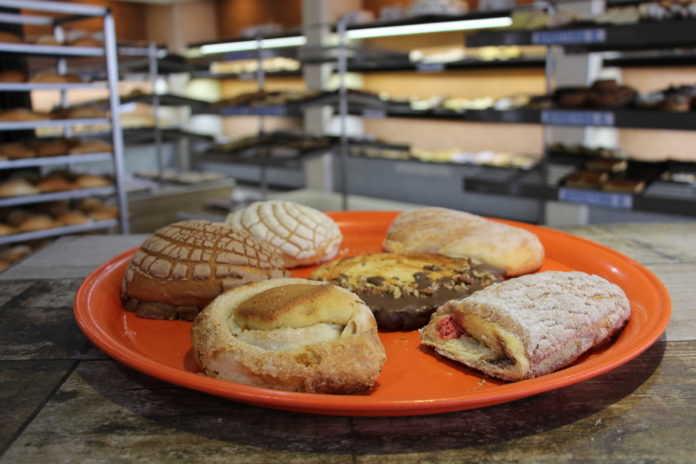Charola de panes dulces