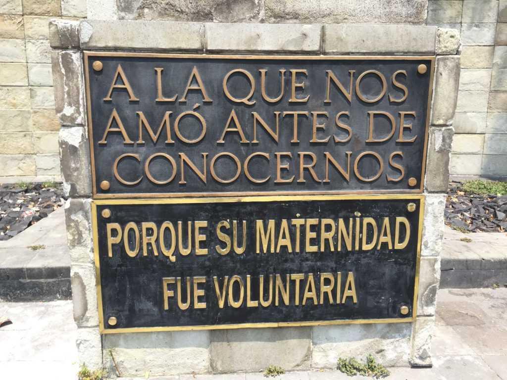 Monumento a la madre placa