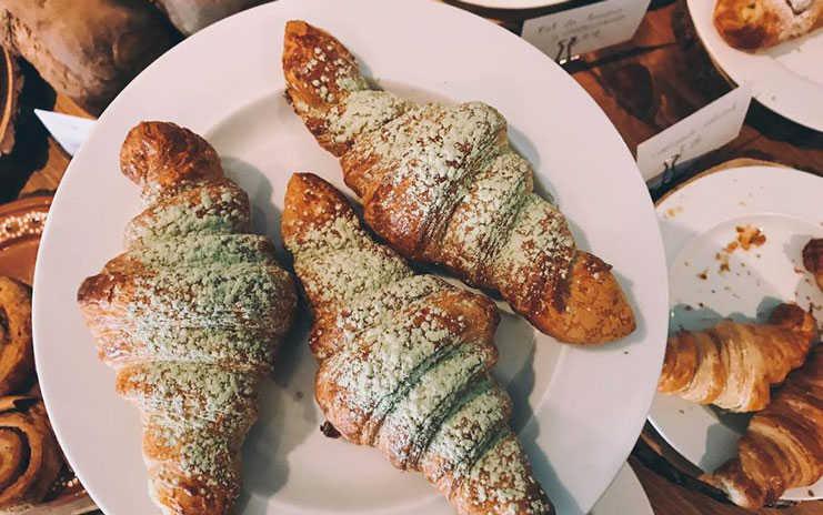 Cuernitos de matcha de la panadería Amapola