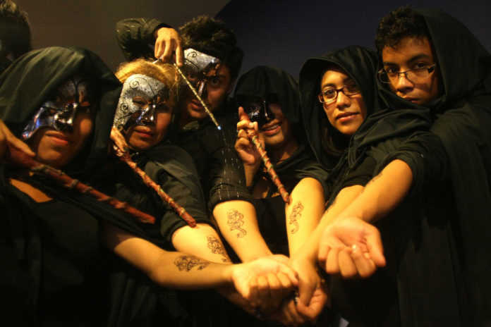 Lectores mexicanos de Harry Potter intentan un hechizo