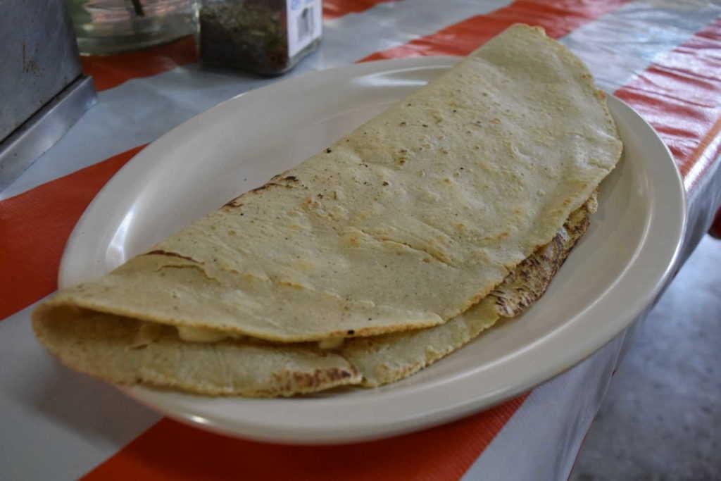 Quesadilla de La Carnala en el mercado de Pantaco