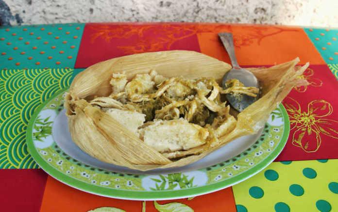 Tamal de salsa verde con pollo de Doña Emi