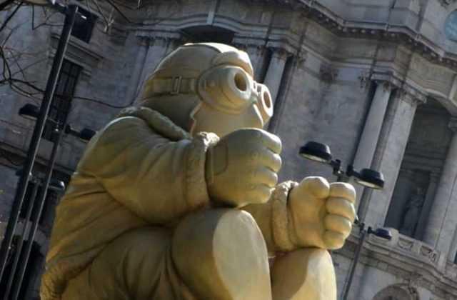 El escultor de Timo es el artista chilango Rodrigo de la Sierra