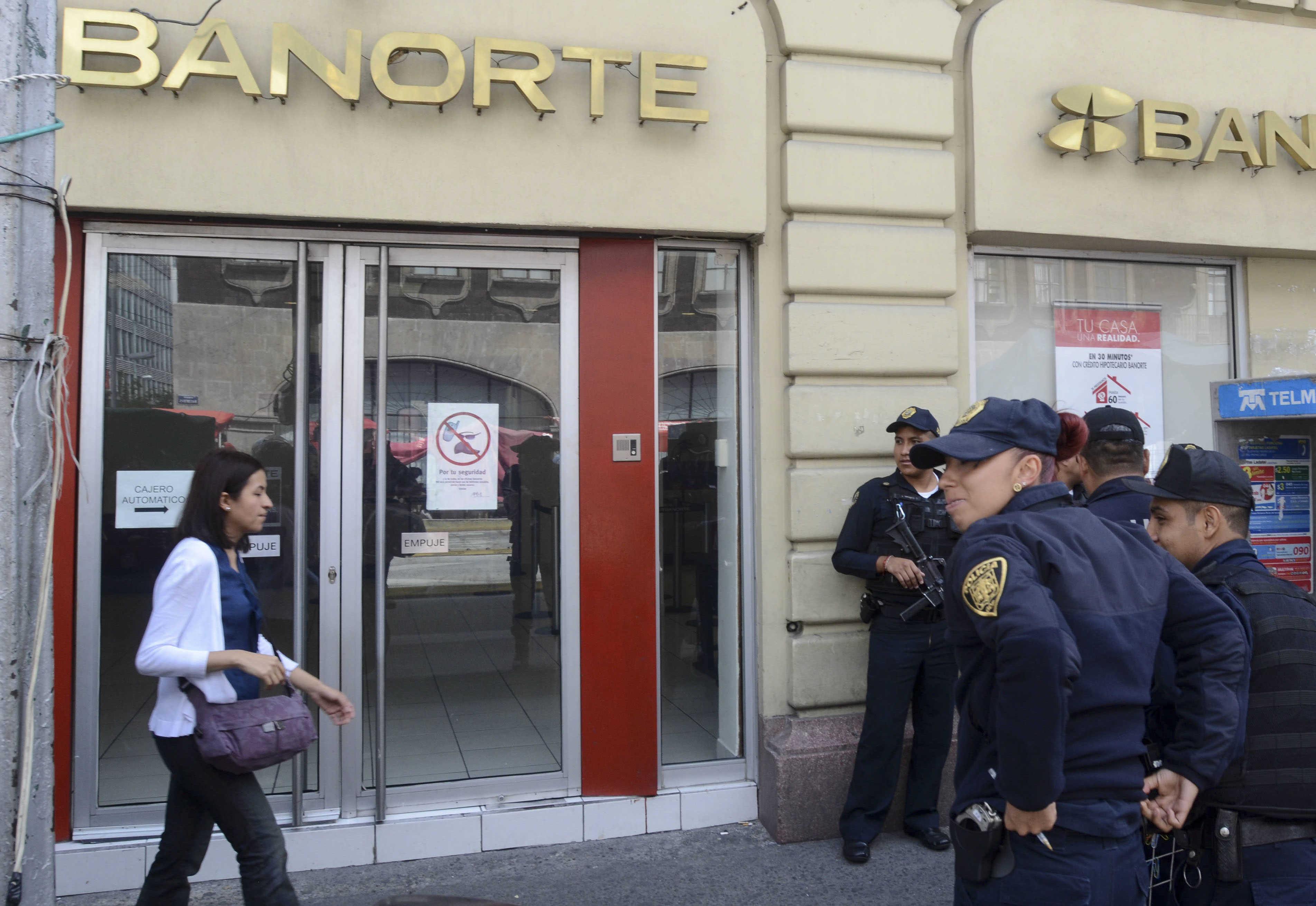 Policía frustra asalto a cliente de un banco en Polanco