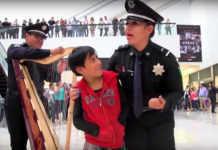 La Policía Federal dio un flashmob en Plaza Universidad como parte de una campaña.