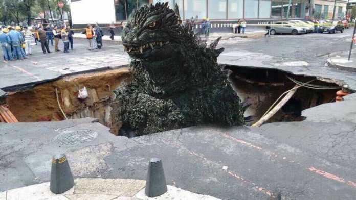 Los memes de Internet dicen que el culpable del socavón es Godzilla.