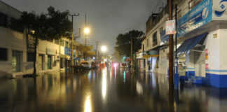 Se estima que 300 casas fueron afectadas por la lluvia en la ciudad.
