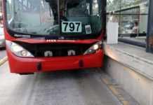 Metrobús choca en San Juan de Aragón