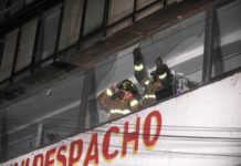 Los daños del sismo en la CDMX incluyen: paredes y banquetas cuarteadas, bardas caídas y superficies de vidrio rotas.