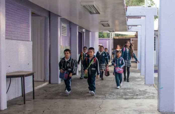 Estudiantes podrían recuperar clases en vacaciones.