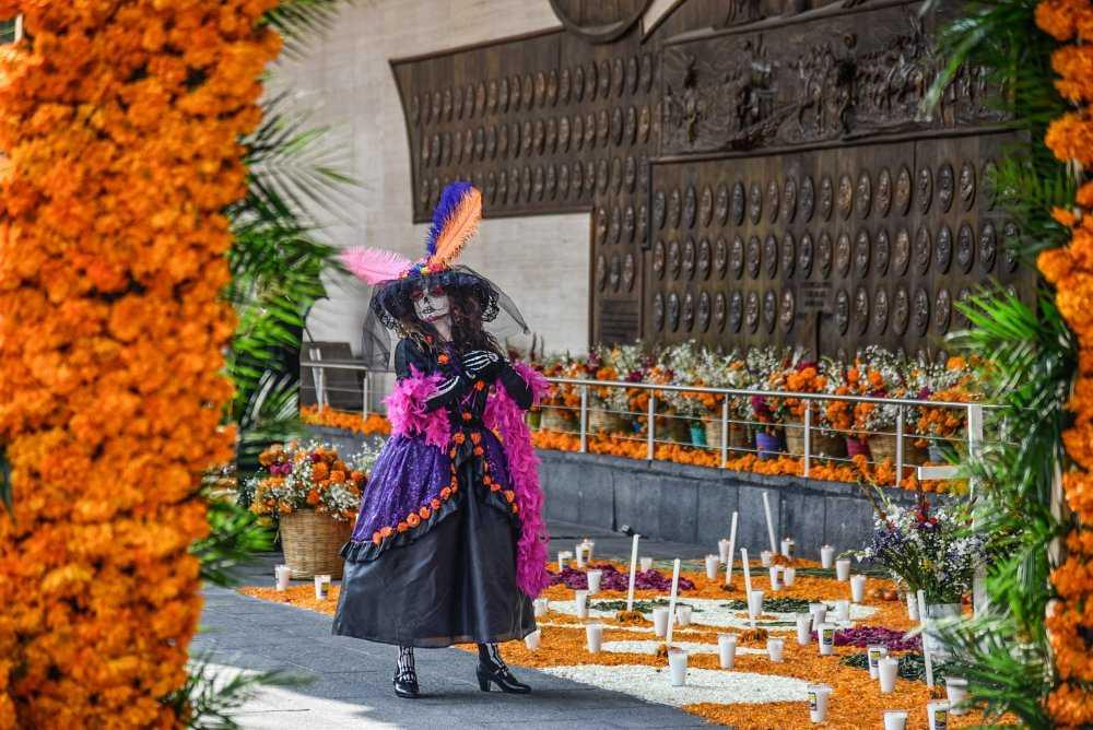 Día de Muertos: México agradece a los rescatistas del terremoto