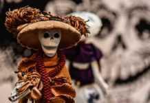 El Centro Cultural España recibió la exposición 'La Catrina está de moda', en la que este esquelético personaje luce ropa de diseñador.