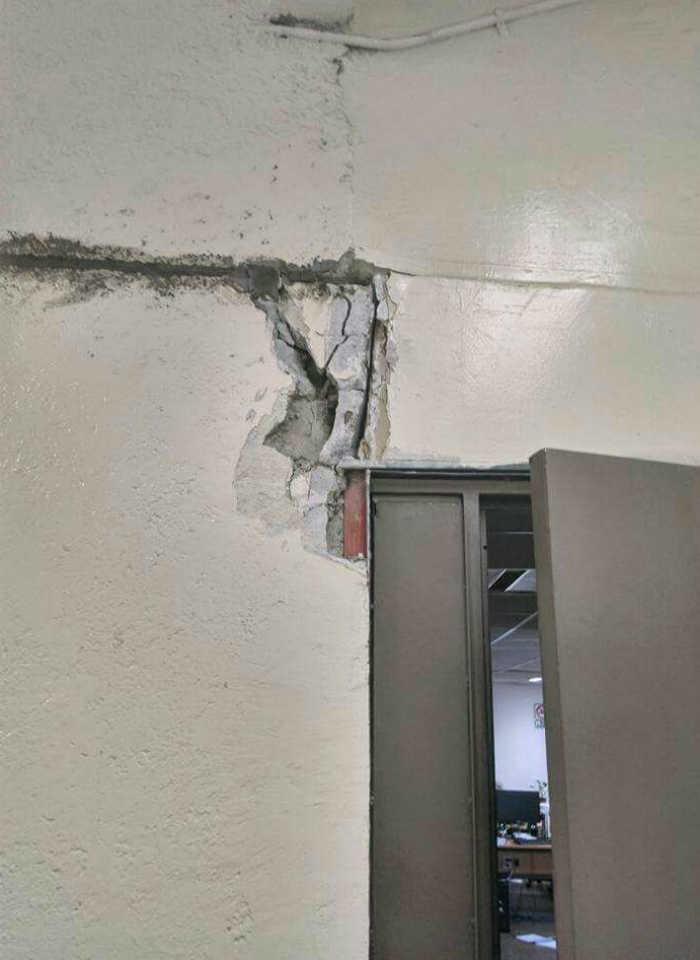 obligados-a-trabajar-tras-el-sismo-puertas