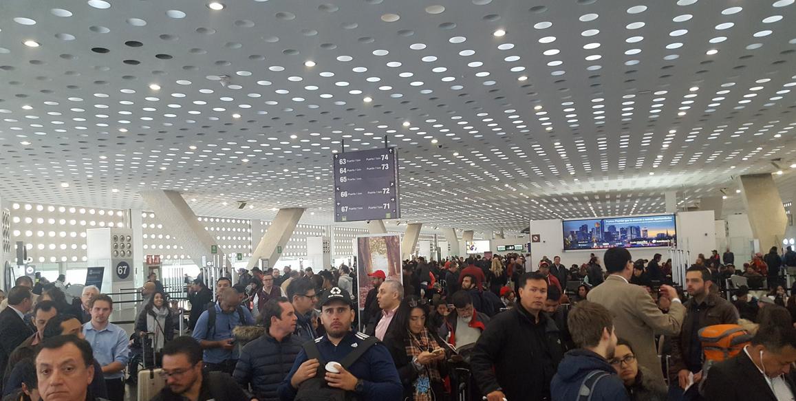 Paro de labores en Aeroméxico atrasa vuelos en Ciudad de México