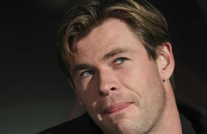 Chris Hemsworth visitó pasillo de humo durante su visita a la Ciudad de México.