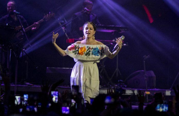 La ceremonia de los Premios Fénix será amenizada con la presentación de varios artistas como Natalia Lafourcade, Nortec, Molotov y más.