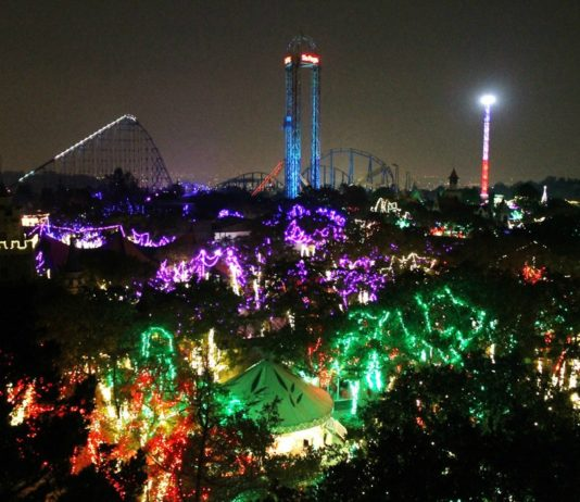 Six Flags Christmas in the Park 2017