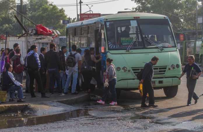 El ramal Metro Tacubaya-Santa Fe- Gigante- Cilantro de la Ruta 5 quedó suspendida después de que un camión de transporte público atropellara a dos personas.