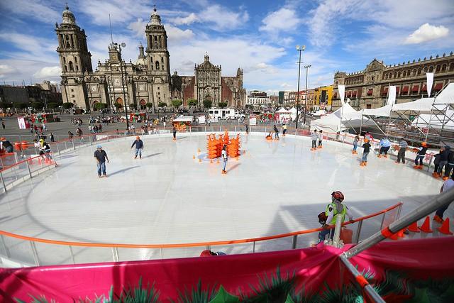 Retrasan apertura de la pista de hielo en el Zócalo