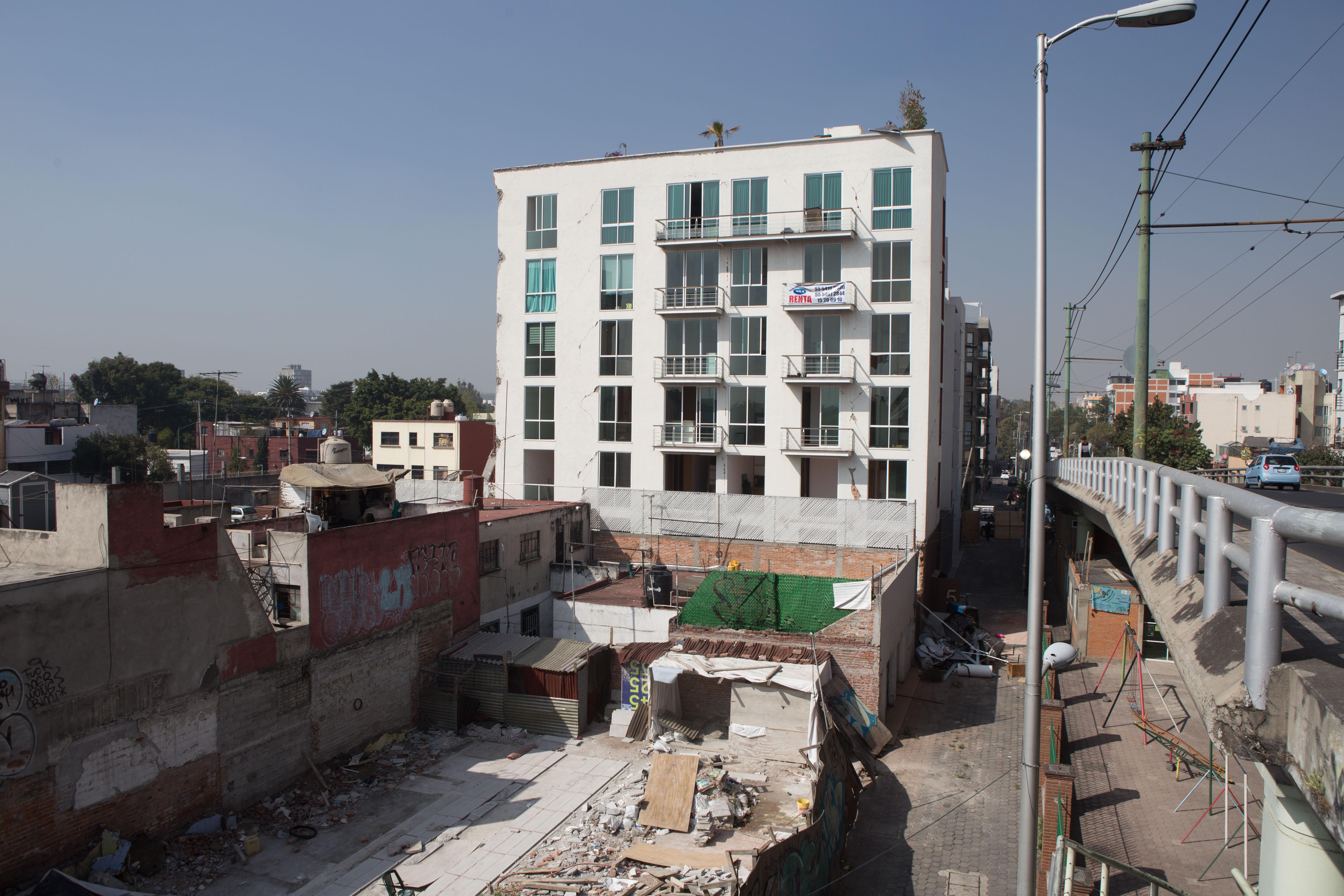 Aseguran a Director de Obra de edificio derrumbado en Zapata 56