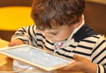 Messenger kids es una aplicación en la que los niños podrán mandar mensajes, hacer llamadas y mandar fotos con la total supervisión de sus padres.