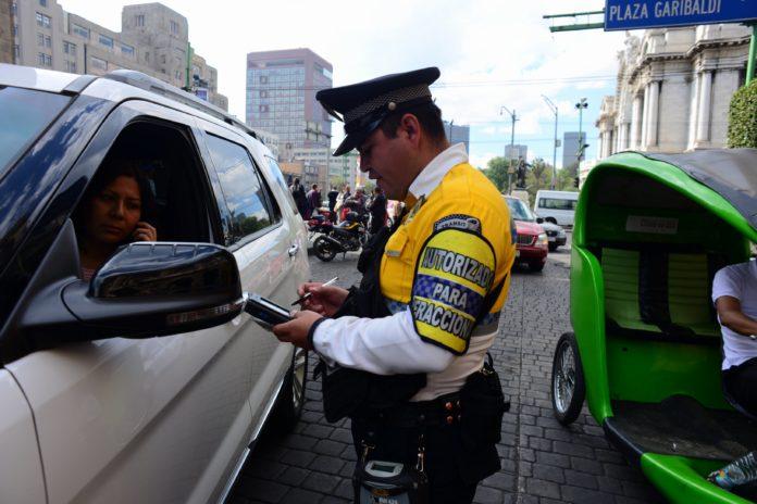 Se actualizó la lista de los nombres y número de placas de los policías que pueden levantar infracciones de tránsito