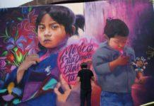Alexander James Tadlock plasmó mural en Los Ángeles para fomentar el voto de los migrantes durante las elecciones de 2018.