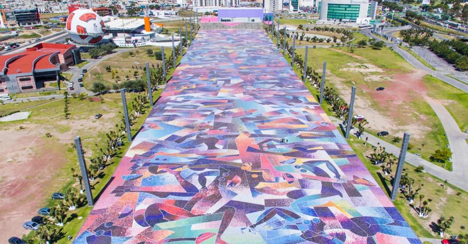 "Pisal ""A la mujer del mundo"" de Byron Gálvez (32,000 m2)"
