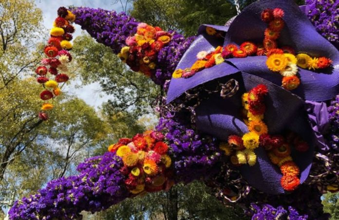 14 piñatas florales fueron instaladas en Reforma para celebrar la época navideña y como preámbulo al Festival de Flores y Jardines 2018.