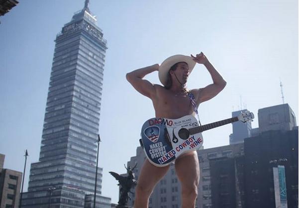 El naked cowboy en la cdmx