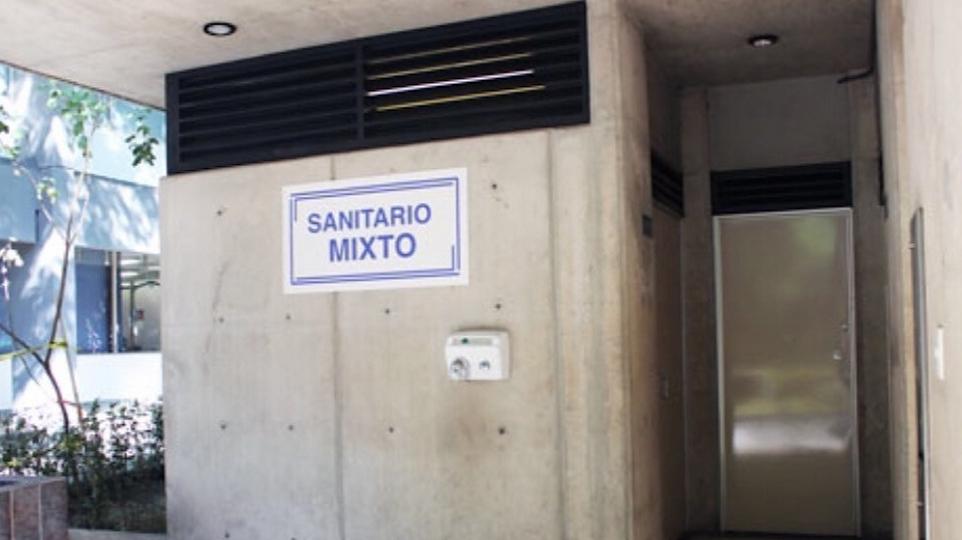 UNAM coloca baños mixtos en FES Iztacala