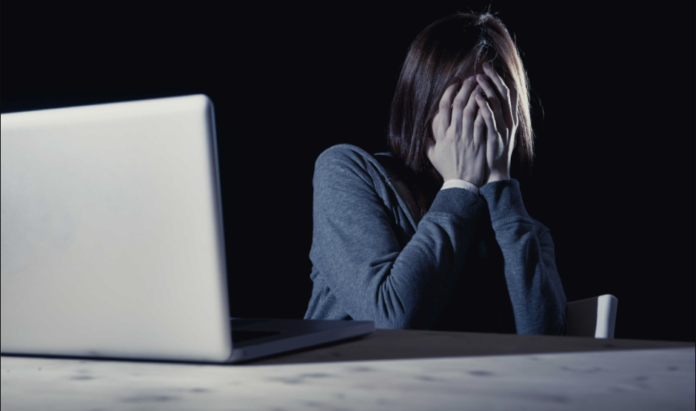 violencia contra la mujer en línea