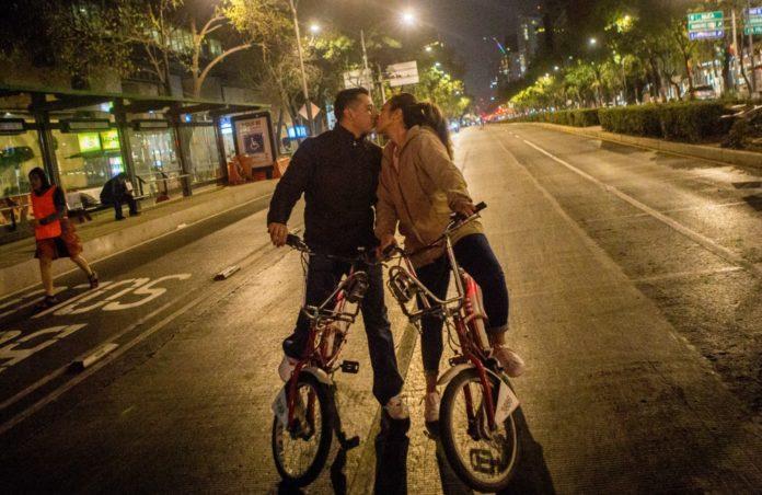 El 24 de febrero se realizará un paseo nocturno en bicicleta por la CDMX para celebrar el Día del amor y la amistad.